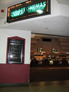 Green Bay Wi Photo Gallery Added For Silver Cinemas East Town Budget Cinemas Bigscreen Journal The Bigscreen Cinema Guide