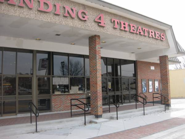 The 1,seat Regal Springfield Town Center opened on October 17, , along with the renovated and renamed center. Included, in addition to the latest digital technology and 3D, are King Size automated recliners, a large menu, full bar, and lounge.